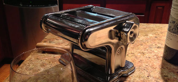 hand homemade pasta maker