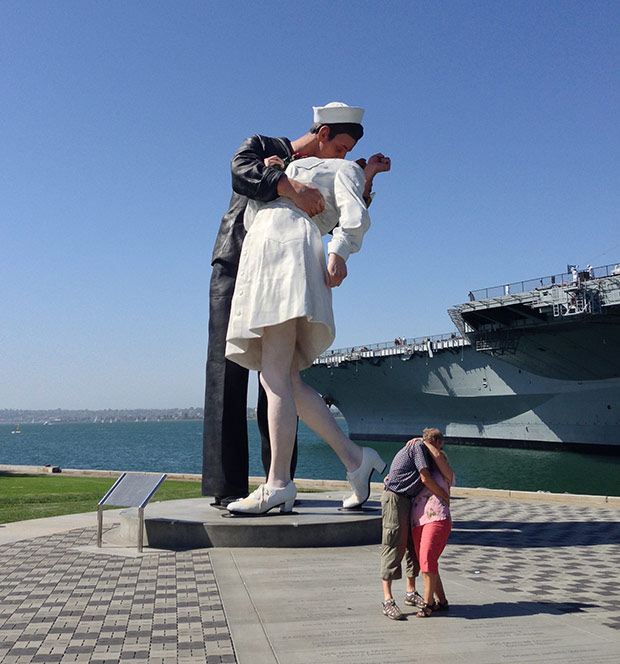 kissing statue san diego navy
