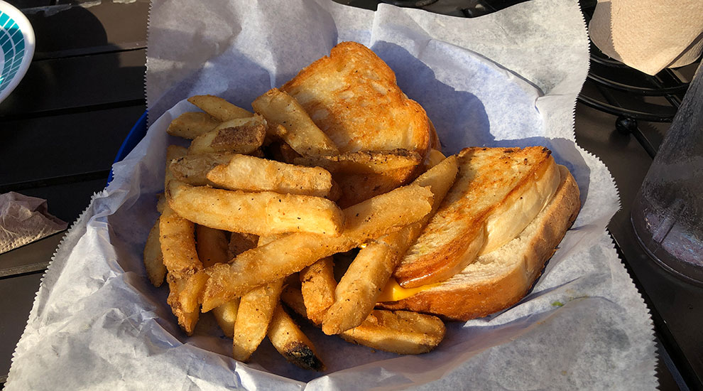 gilligans bar grilled cheese