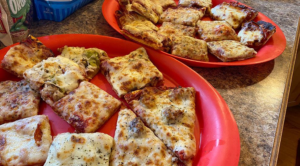 pizza next door pub lake geneva